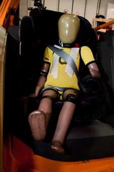 Auch Crash Test Dummies haben Kinder, sie halten ihren Kopf für die Kids hin...